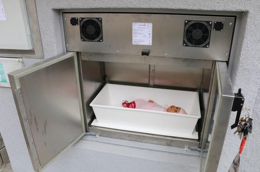 V teplické nemocnici Krajské zdravotní slavnostně zahájili provoz babyboxu nové generace